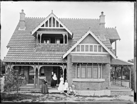 Spark family Home 1902 (Ralph Snowball Image Courtesy of Norm Barney Photographic Collection, University of Newcastle)
