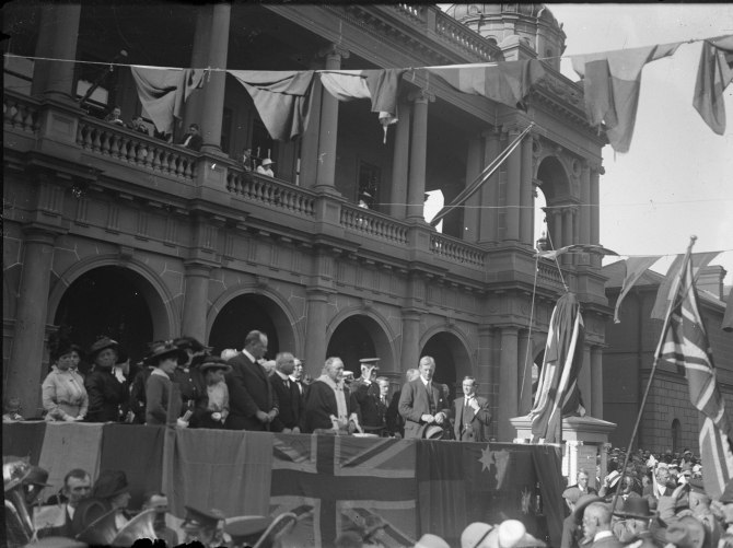 Newcastle - Unveiling of Newcastle Post Office Cenotaph (Thomas James Rodoni Original Glass Negative, digitised by Chris Fussell)
