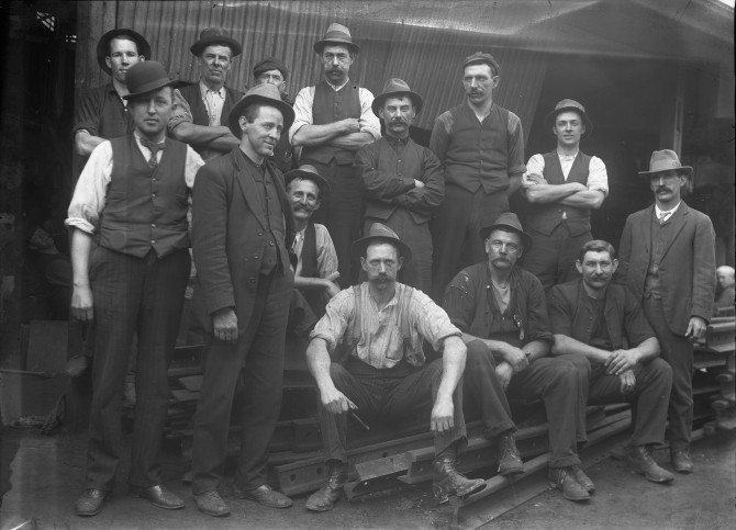 Unidentified workers (Thomas James Rodoni Original Glass Negative, digitised by Chris Fussell)
