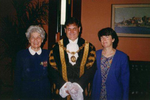 Greg with former Lord Mayor Joy Cummings and wife Wendy, c1995 (Photo: Courtesy of Wendy Heys)