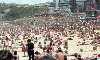Massive crowds at the inaugural Surfest '85 26th November 1985 (Photo: Chris Patterson for Hannan Photography Courtest of UoNCC)