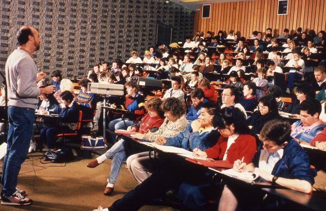 Lecture theatre 8031919825_f3d0fbf075_o